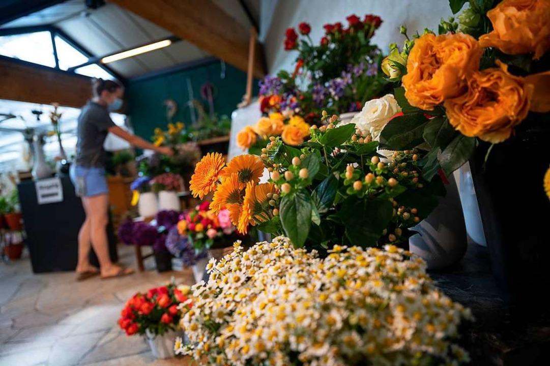 Ab Montag wieder erlaubt: Verkauf im Blumenladen    Foto: Sebastian Gollnow (dpa)