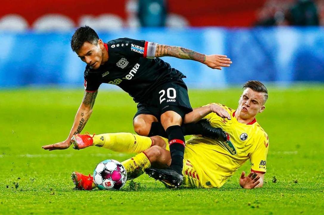 Ermedin Demirovic versuchte sich in jeden Ball zu schmeißen.  | Foto: Thilo Schmuelgen (dpa)