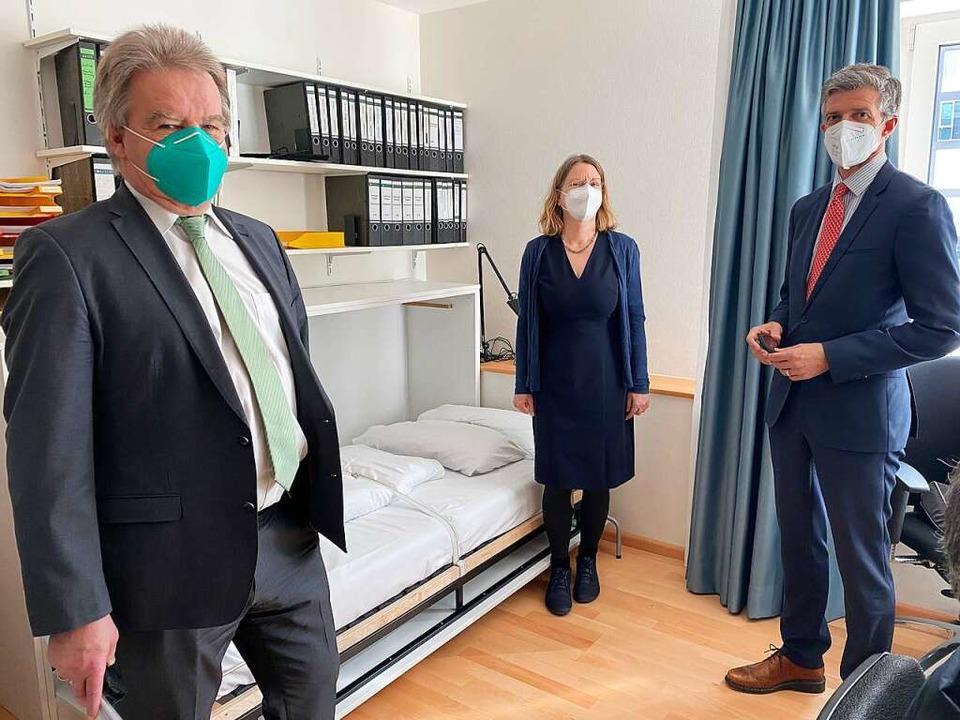Umweltminister Franz Untersteller, Lei...klappbarer Liege für die Nachtdienste.  | Foto: Universitätsklinikum Freiburg