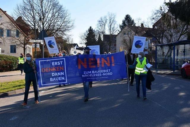 100 Gundelfinger demonstrieren gegen geplantes Baugebiet