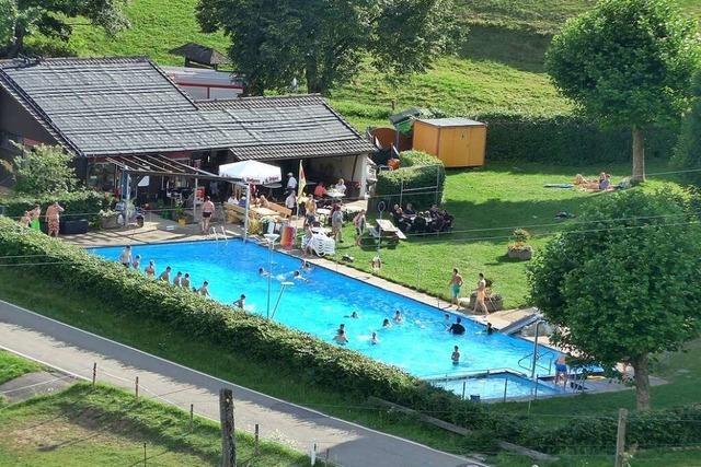 Der Frühjahrsputz im Schwimmbad Schweigmatt soll ein Zeichen setzen