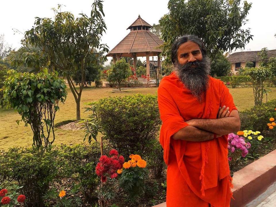 Baba Ramdev ist einer der berühmtesten Yoga-Gurus Indiens.  | Foto: Danielea Schröder