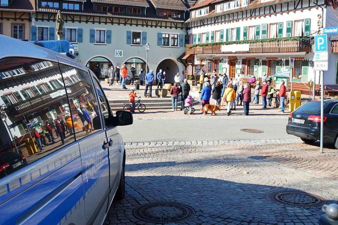 Auf dem Bertoldsplatz in St. Peter ver...nitiative für Freiheit und Demokratie.  | Foto: Sebastian Hielemann