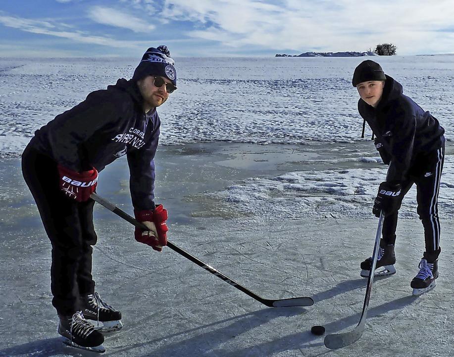 Eishockey geht auf der kleinsten Fläch...Laurin Laule auf einem Löffinger Feld.    Foto: Heidrun Simoneit