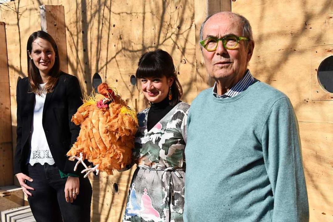 Projektleiterin Constanze Wehner, Schu...ina Rahman und Stifter Hans Schöpflin.  | Foto: Robert Bergmann