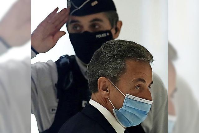 Sarkozy stolpert über einen