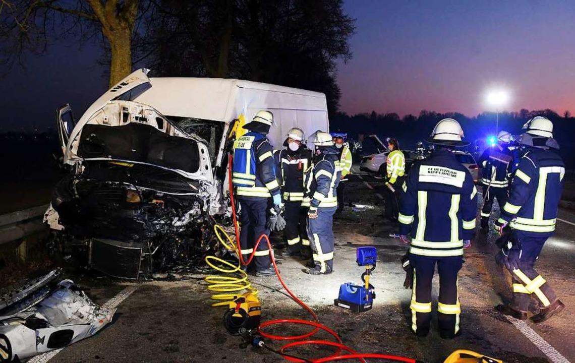 Der Kleintransporter wurde schwer beschädigt.    Foto: Wolfgang Künstle