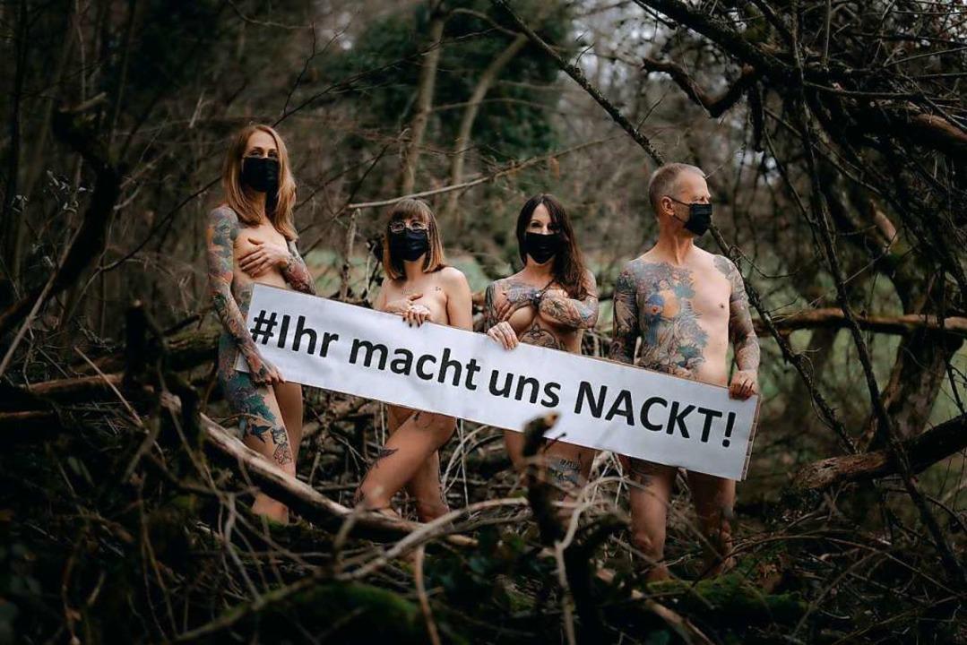 Tätowierer aus Lörrach beteiligen sich am Protest.  | Foto: Markus Edgar Ruf