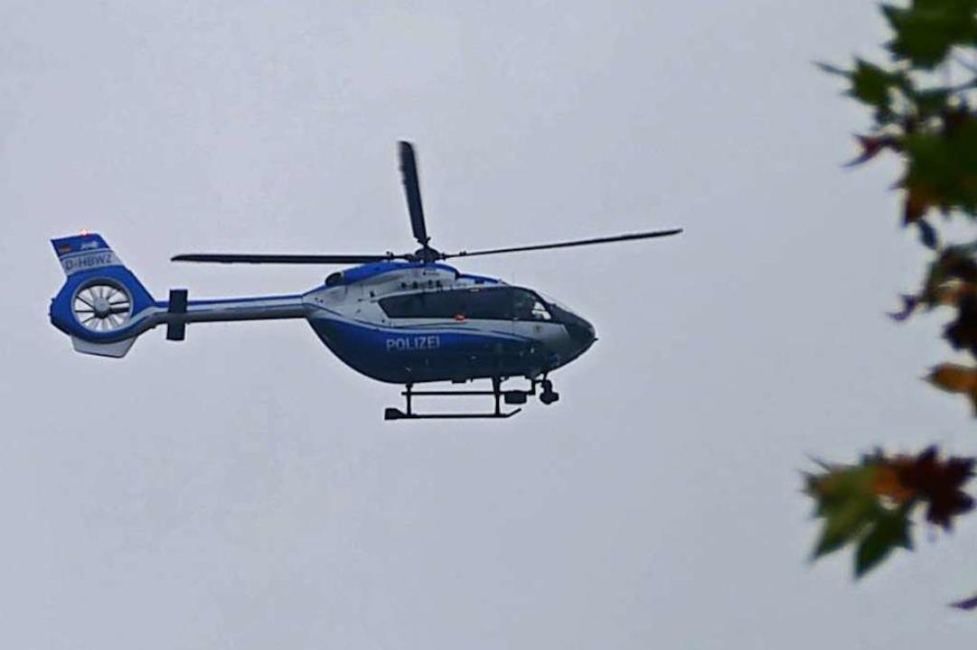 Auch per Hubschrauber wurde nach einem...ödlichen Unfall verursacht haben soll.  | Foto: Helmut Seller