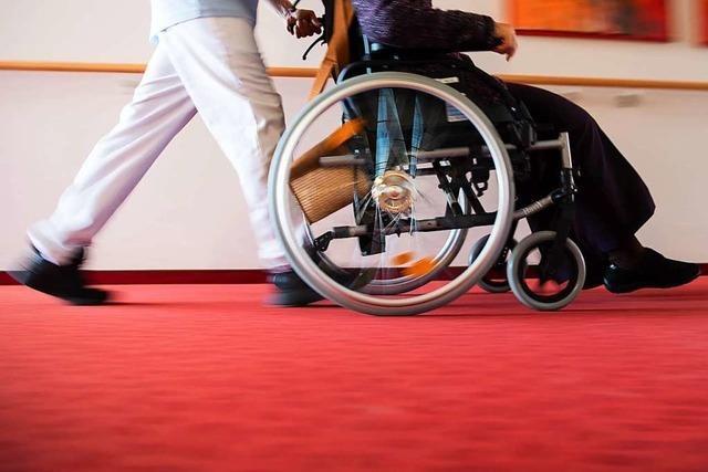 Pflegebevollmächtigter des Bundes hört sich in Rheinfelden Wünsche an
