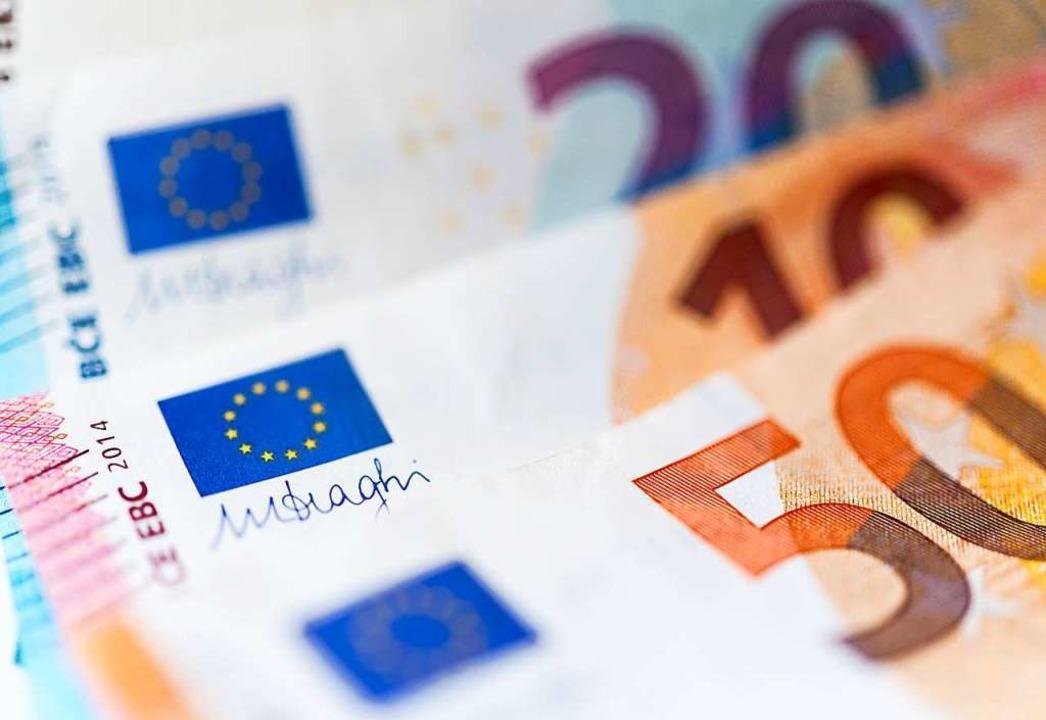 Insgesamt 7500 Euro werden 2021 an die Oberschopfheimer Vereine verteilt.  | Foto: Monika Skolimowska (dpa)