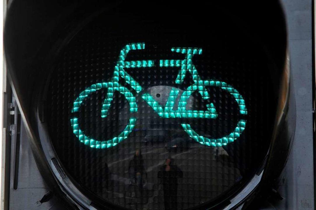 Die Polizei sucht den Fahrer eines grünen Fahrrads. Symbolbild.  | Foto: Ingo Schneider