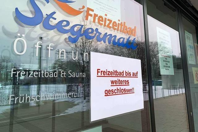 Mitarbeiter des Freizeitbads klagt gegen Abmahnungen