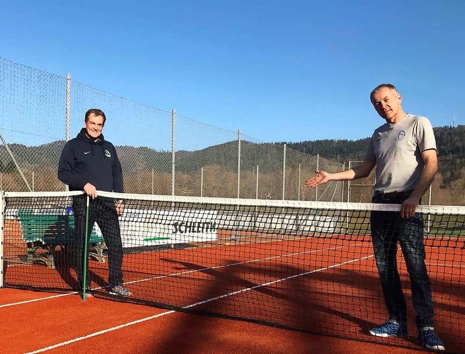 Uwe Bitzenhofer (links) und Peter Runge zeigen den neuen Platz.  | Foto: Michael Dörfler