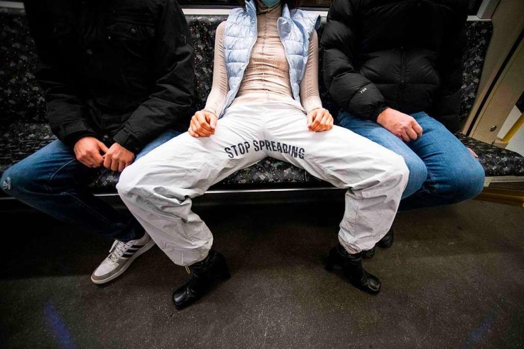 In Madrid ist seit 2017 eine Strafe für Manspreading fällig.    Foto: STEFANIE LOOS (AFP)
