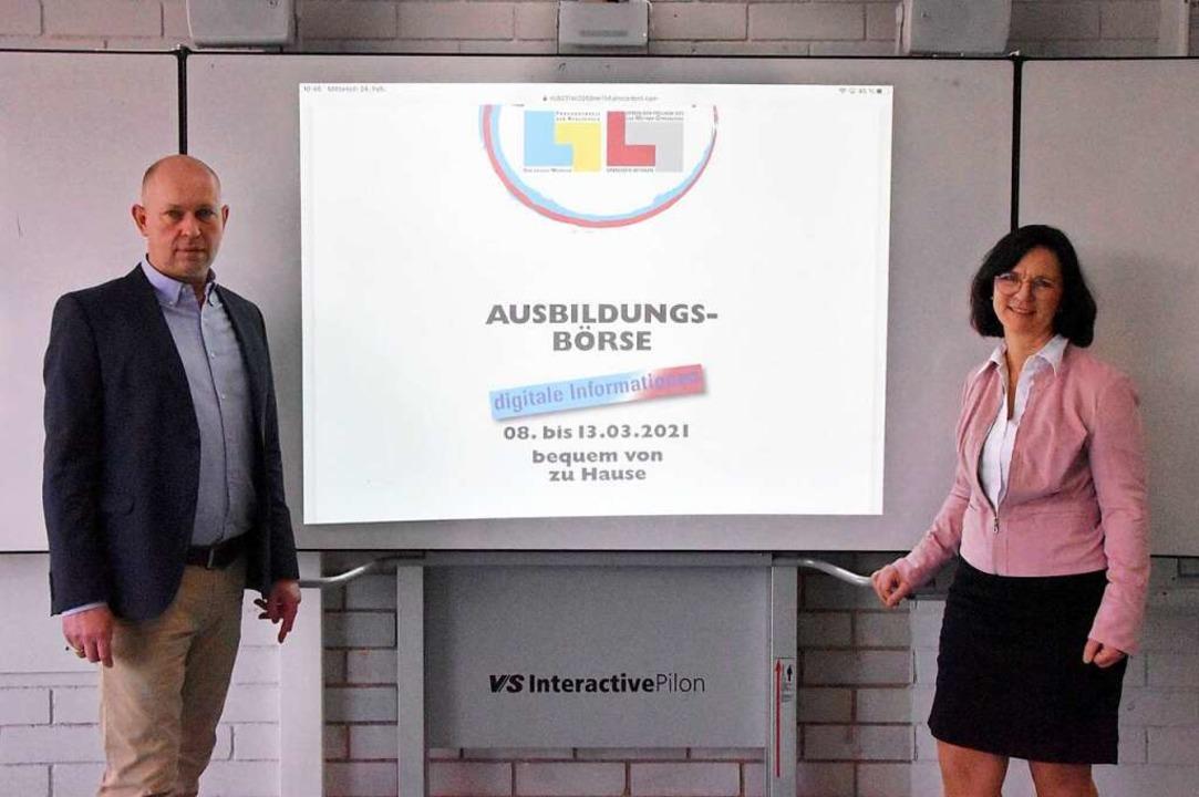 Realschulleiter Christoph Bigler und T...Wyhlen werben für das digitale Format.  | Foto: Horatio Gollin