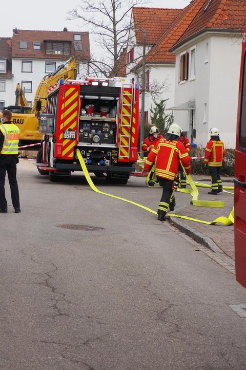 Zur Sicherheit wurden Schlauchleitungen verlegt.  | Foto: Herbert Frey