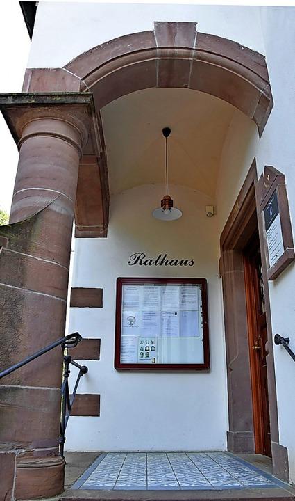 Im Wittnauer Rathaus  ist man besorgt ... finanziellen Spielraum  der Gemeinde.  | Foto: Andrea Gallien