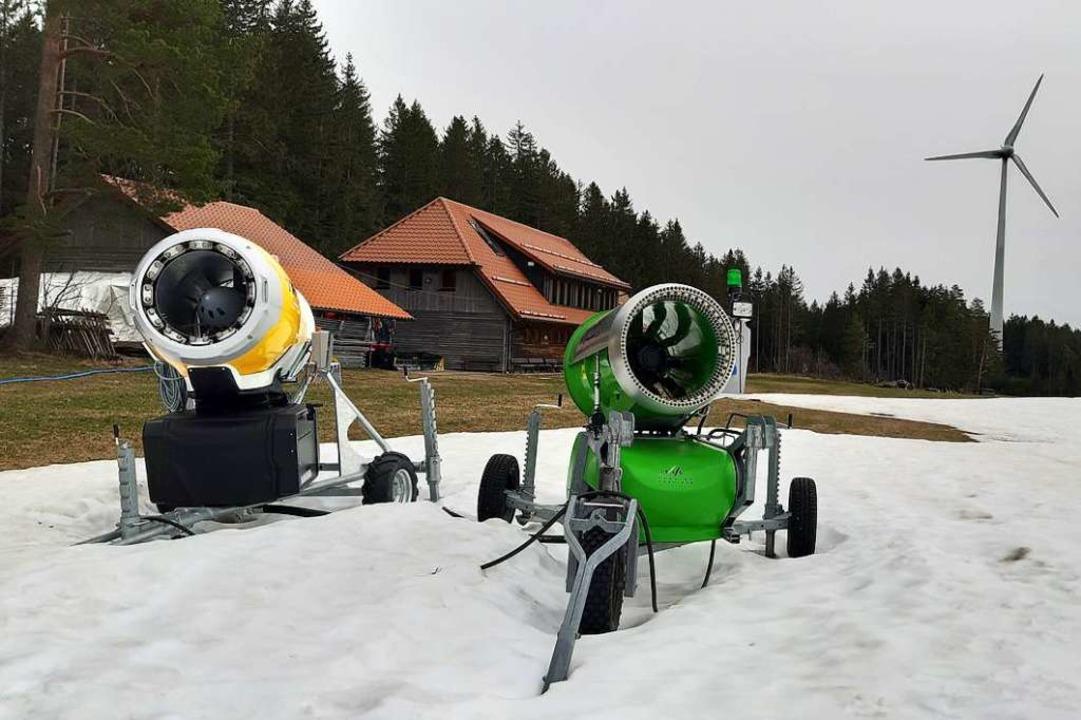 Letzte grüne Hoffnung: Schneekanonen im Weltcup-Langlaufstadion Wittenbachtal  | Foto: Johannes Bachmann