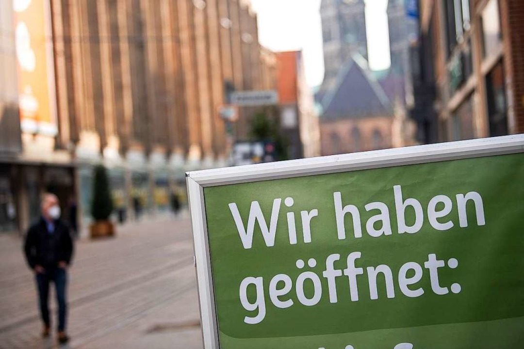 In Bremen bereits erlebt: Einkaufen mit Voranmeldung.  | Foto: Sina Schuldt (dpa)