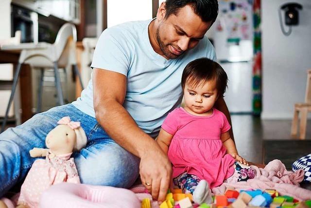 Mit dem Domino-Effekt wird Väterzeit normal