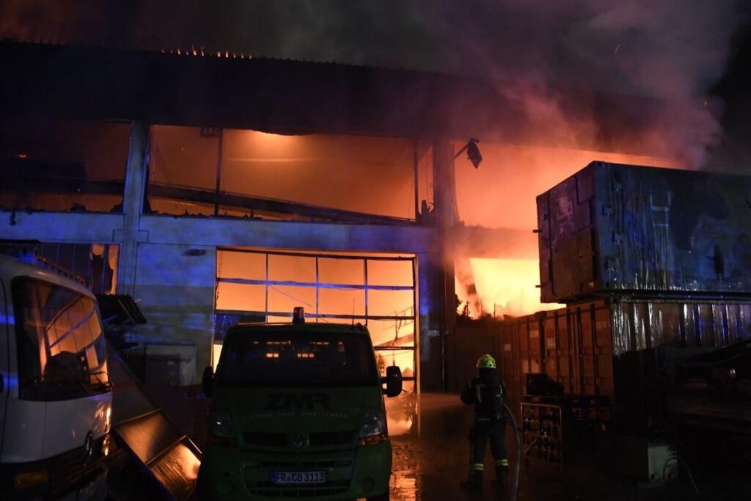 Die Werkstatthalle ist ausgebrannt - ,..., das bei FTN repariert werden sollte.    Foto: Volker Münch