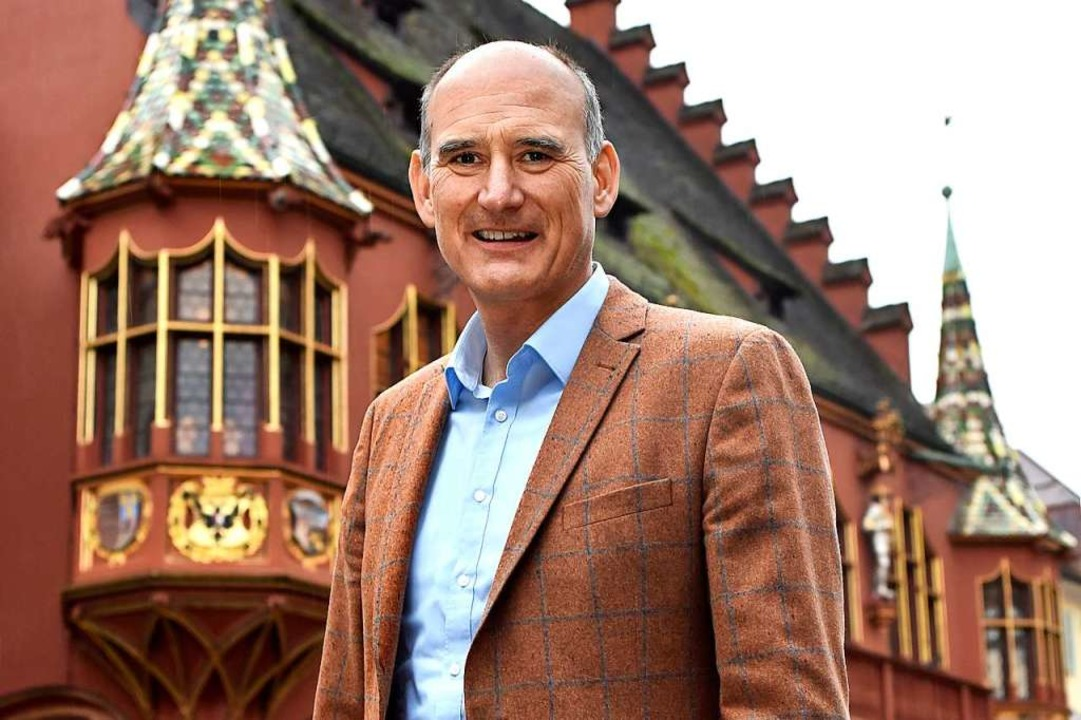 Manuel Herder vor dem Historischen Kaufhaus in Freiburg  | Foto: Thomas Kunz