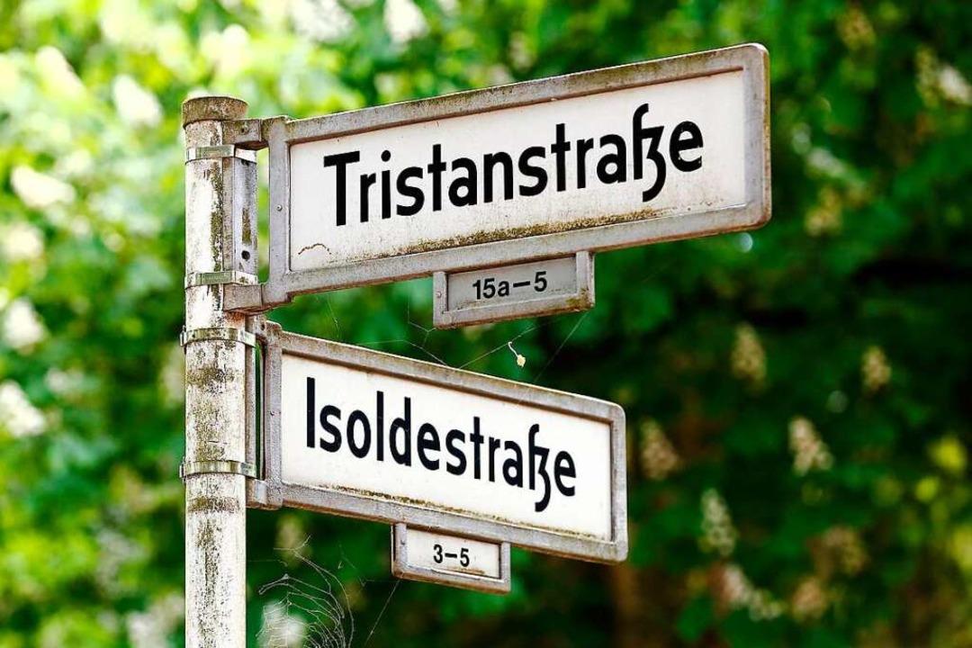 Wagnerische Wechselwirkungen: Opernhelden-Straßenschilder in Berlin  | Foto: imago stock&people