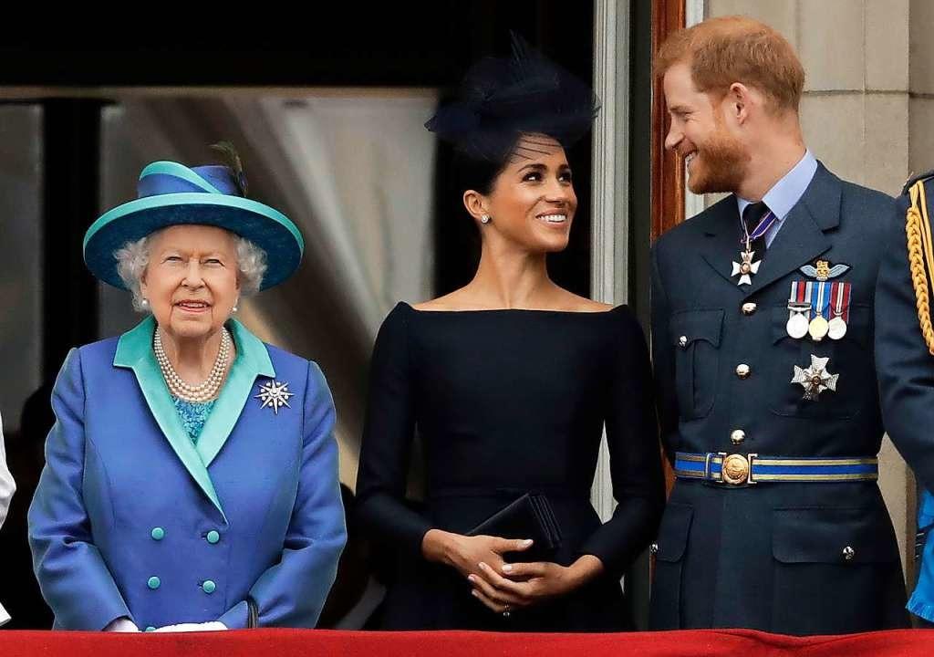 Meghan und Harry haben sich nicht nur ...alace und Queen Elizabeth abgesondert.    Foto: Matt Dunham (dpa)