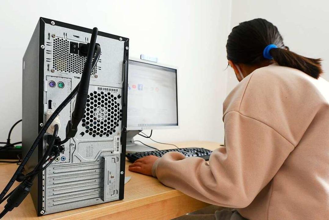 Um den Kindern der Gemeinschaftsunterk...nternetfähigen Computern eingerichtet.  | Foto: Ingo Schneider