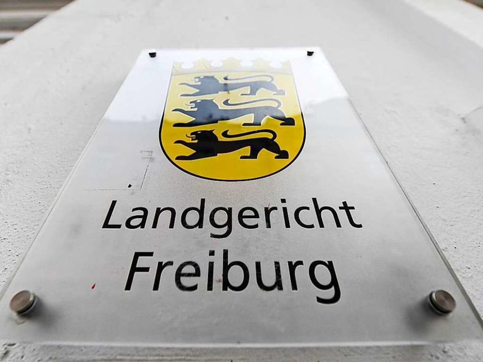 Am Landgericht Freiburg wurde gegen den 24-Jährigen verhandelt.    Foto: Patrick Seeger (dpa)