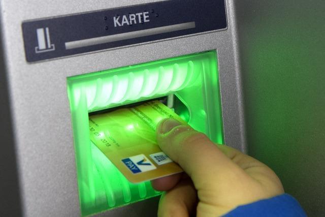 Wenn ein Bankautomat in Zell eine EC-Karte aus München verschluckt...