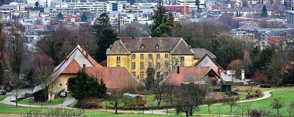 Polizei nimmt drei Männer mit Betäubungsmitteln am Jesuitenschloss fest