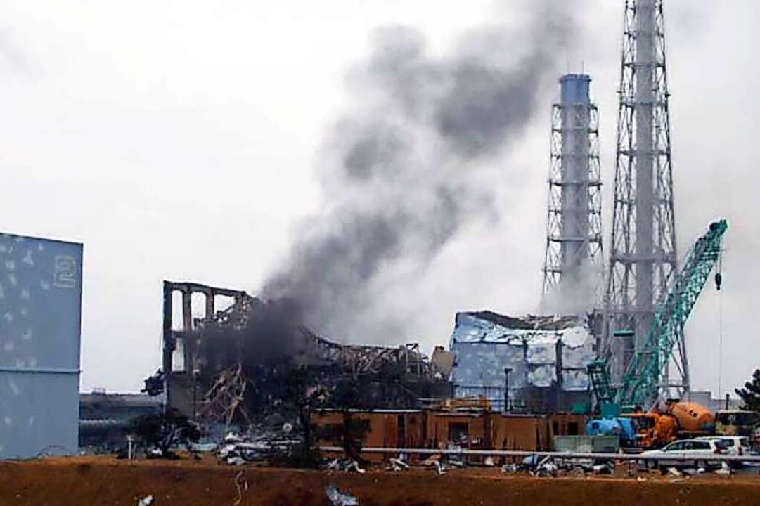 Zwei Wochen nach dem Brand von Teilen ...kushima ist das Areal ein Trümmerfeld.    Foto:  (dpa)