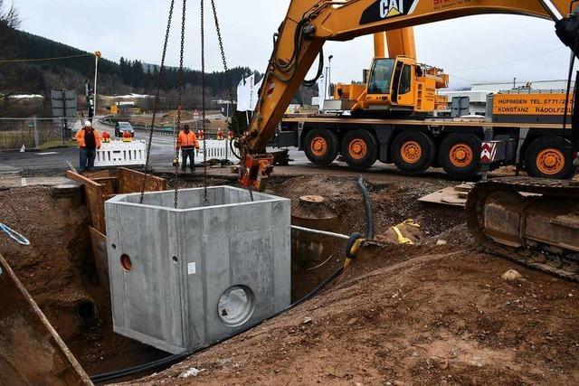 25 Tonnen schweres Sonderbauwerk ins Erdreich eingelassen