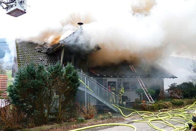 Feuer im Dachstuhl eines Hauses in Elzach-Oberprechtal verursacht großen Schaden