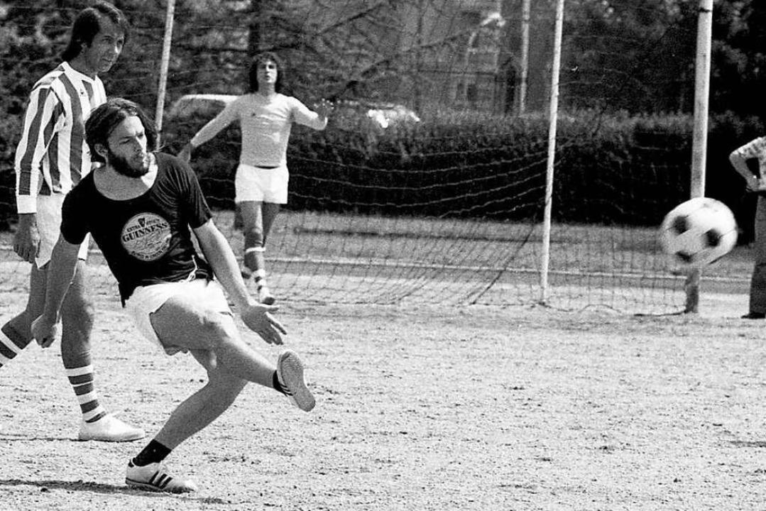 """Bend It Like Beckham"" hie...kick 1974 nach einem Konzert in Dijon.  | Foto: imago stock&people via www.imago-images.de"