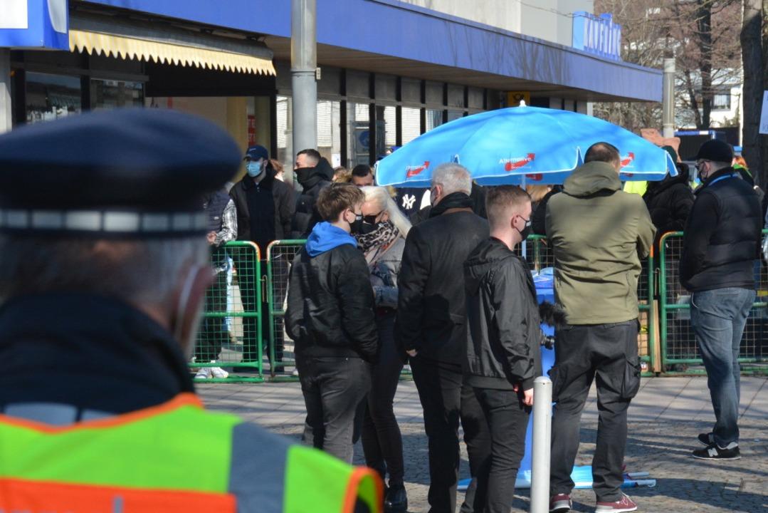 Die Polizei war in Weil am Rhein vor Ort.  | Foto: Hannes Lauber