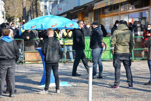 Antifa belagert Wahlkampfstände der AfD in Weil und Lörrach