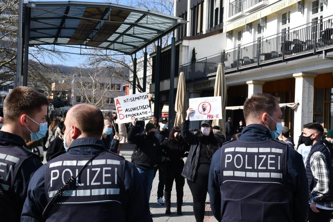 Auch in Lörrach waren zahlreiche Polizisten vor Ort.  | Foto: Barbara Ruda
