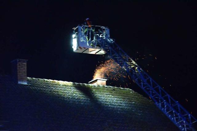 Feuerwehr löscht Kaminbrand auf Bauernhof in Suggental