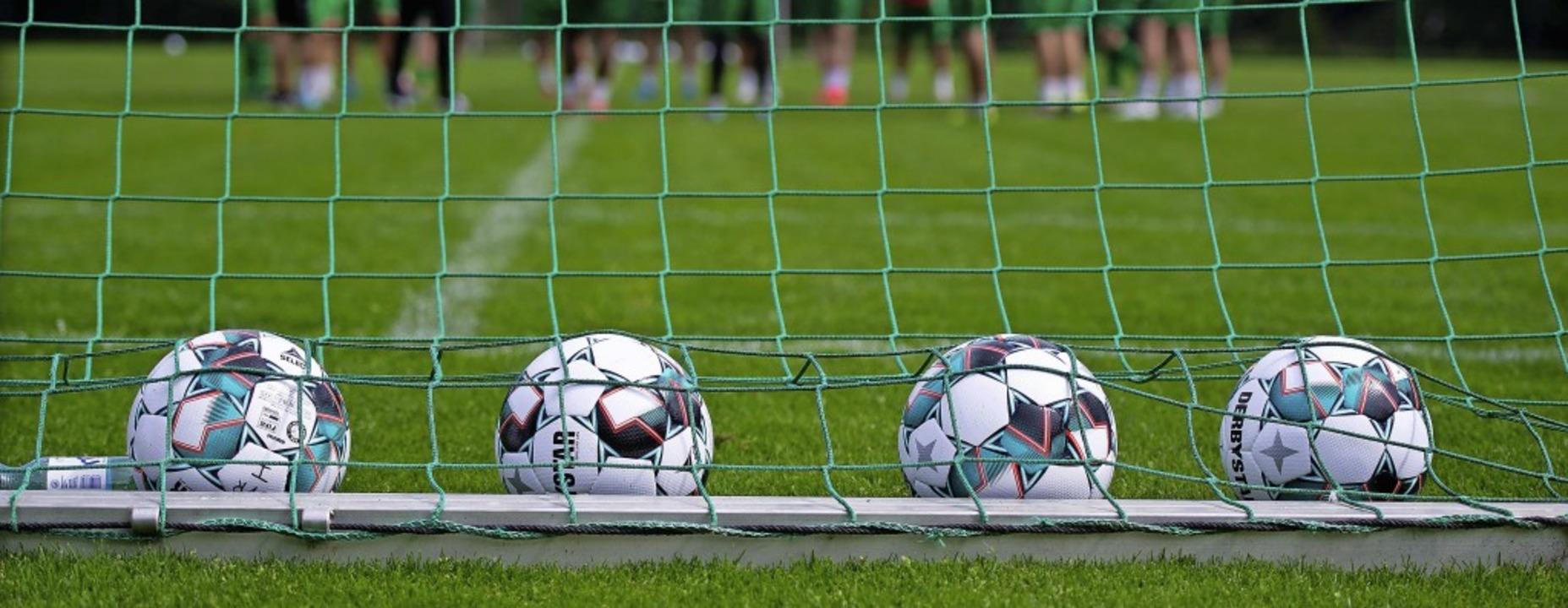 Die Fußballer dürfen auf eine stufenwe...n Land- oder Stadtkreis dies erlauben.  | Foto: Noah Wedel via www.imago-images.de