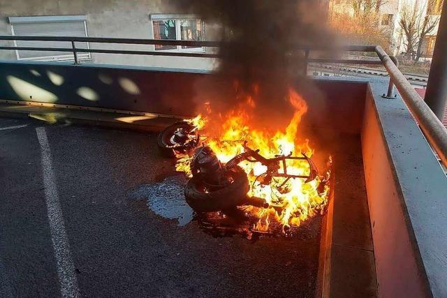Motorrad brennt komplett aus