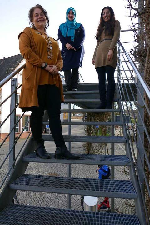 Sylvia Fall, städtische Integrationsbe...in lipps und Shamed Murad (von links).    Foto: Michael Sträter