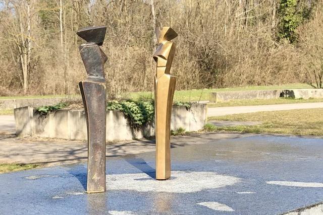 Unbekannte stehlen zwei Bronzefiguren in Weil am Rhein
