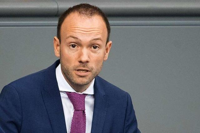 CDU-Abgeordneter Löbel beugt sich dem Druck in Maskenaffäre