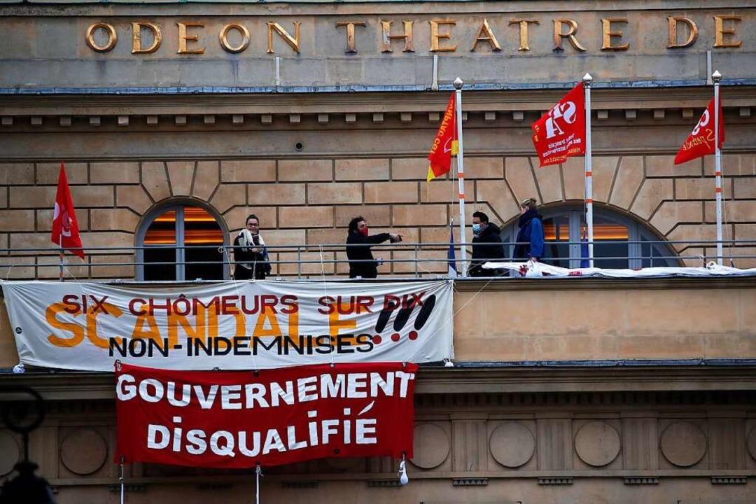 Künstler protestieren auf der Dachterrasse des Pariser Theaters Odéon.    Foto: Francois Mori