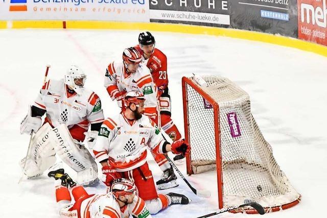 Der EHC Freiburg erzielt gegen Bad Nauheim in der letzten Sekunde den 5:4-Siegtreffer