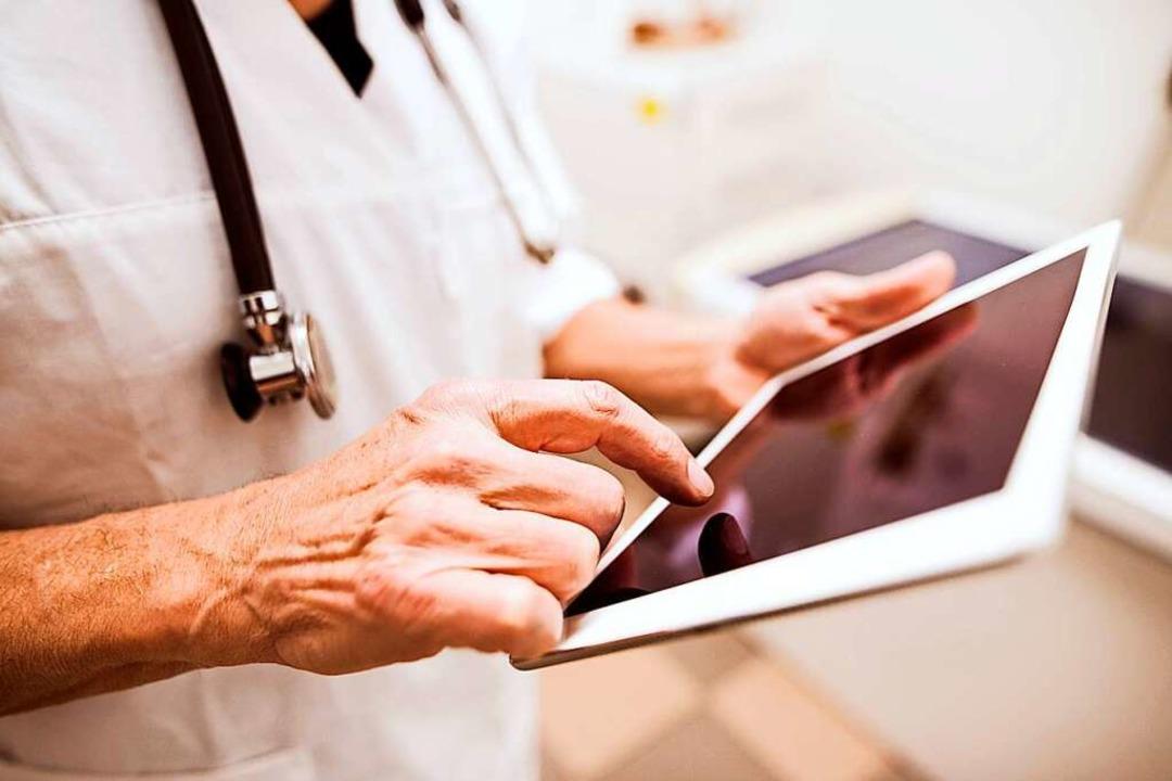 Die elektronische Patientenakte bündel...apeuten übersichtlich an einer Stelle.  | Foto: Halfpoint