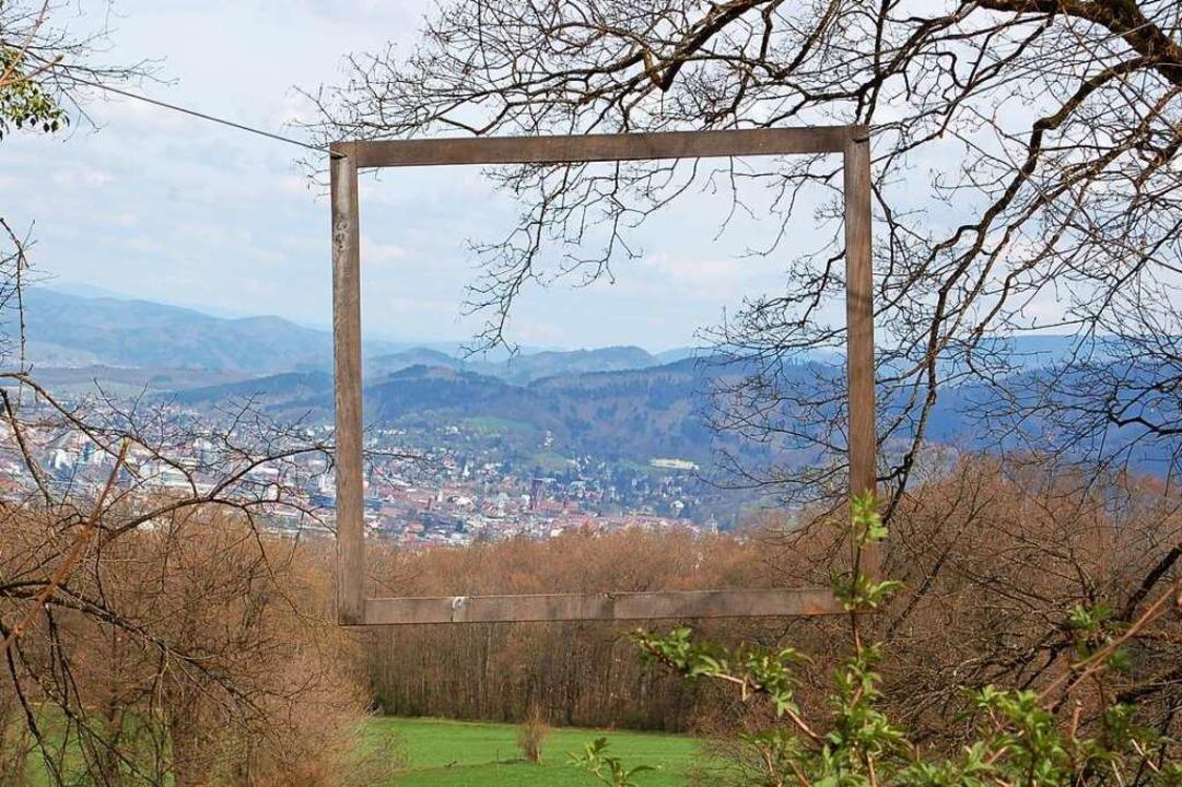 Inzwischen zerschmettert: Bilderrahmen am Schönberg    Foto: Stefan Hupka